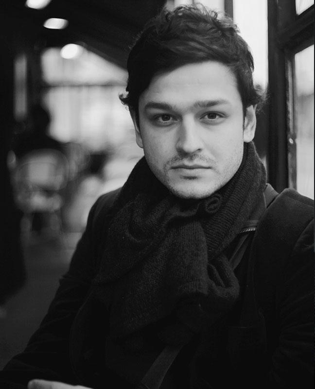 acteur iranien Cyrus Khodavisi